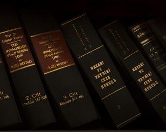 Law-1509436_640